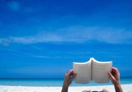 Vacanze: cosa leggere sotto l'ombrellone?
